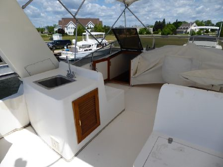 Vantare - Compare to Hatteras Flush Deck 58 Flush Deck Motor Yacht image