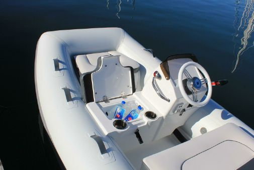 Walker Bay 365 STX Deluxe image