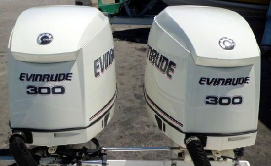 Evinrude  E-TEC 300hp 25 inch Shaft  Direct Injected 2-Stroke Outboard Motors Counter Rotating Pair image