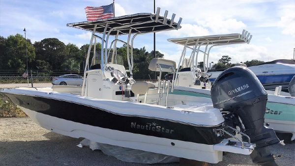 NauticStar 211 Coastal Center Console Bay/Deck Boat Hybrid 2017 NauticStar 211 Coastal Center Concole Bay/Deck Boat