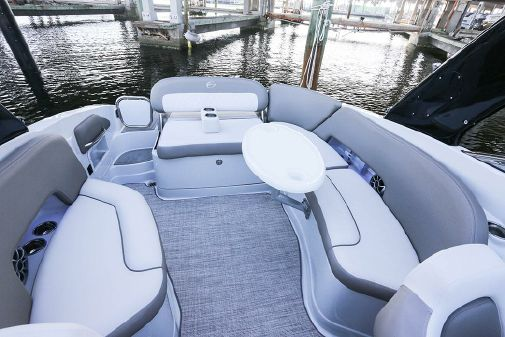 Crownline 290 SS image