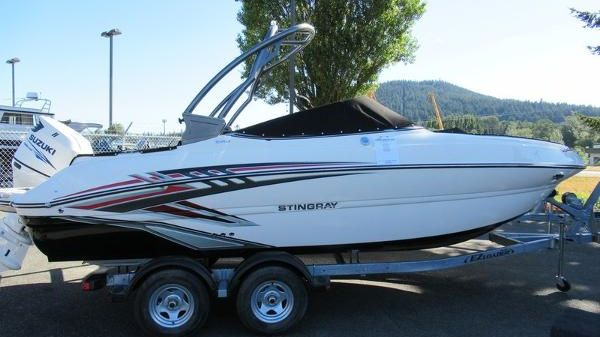 Stingray 214LR Outboard Sport Deck
