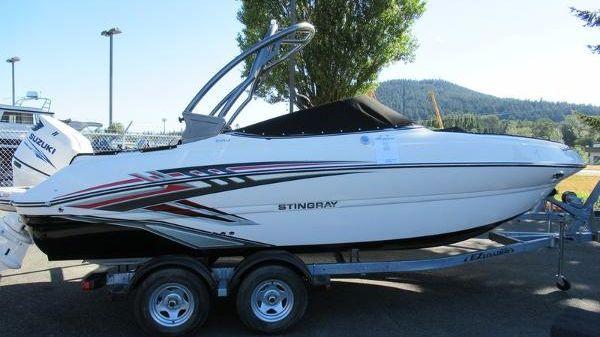 Stingray 214LR Outboard Sport Deck