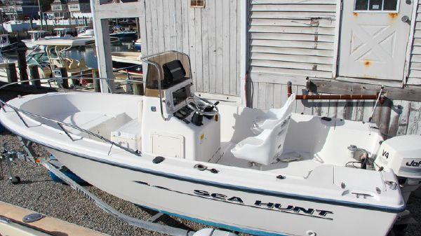 Sea Hunt Triton 176