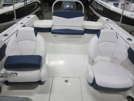 Robalo R207 Dual Console image
