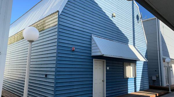 Larson 97ft Boathouse