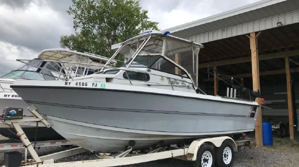 Cobia 228 Fishing Boat