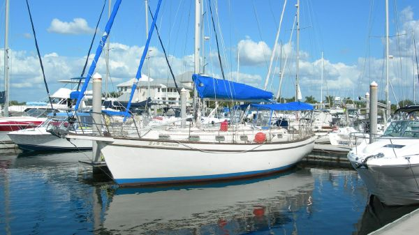 Island Packet 38' Cutter Rig Port Side View