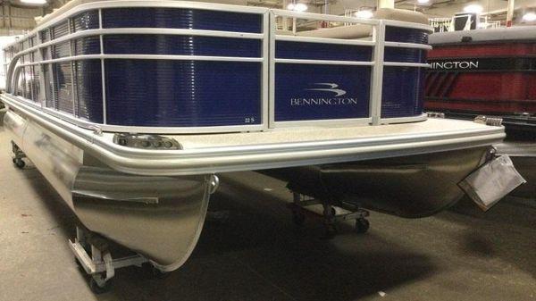 Bennington 22 SS