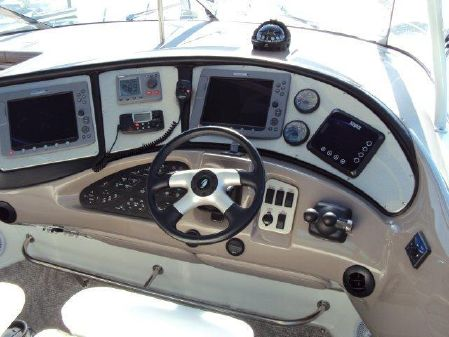 Cruisers Yachts 560 Express image