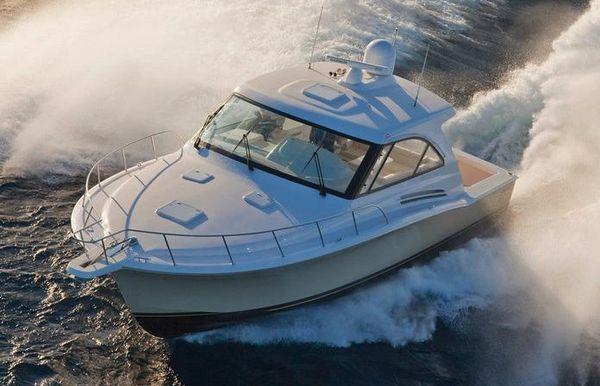 2017 Hatteras 45 Express Cruiser