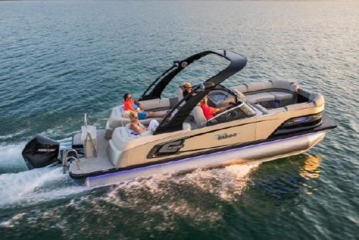 Tahoe Pontoon Grand Tahoe Quad Lounge Windshield 27' image