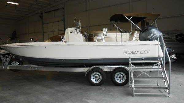 Robalo R226