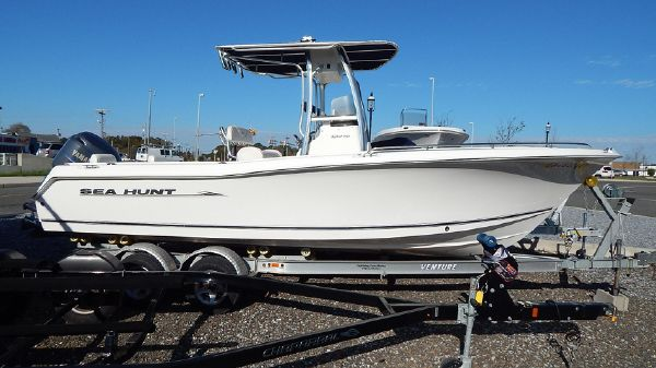 Sea Hunt 232 TRITON CENTER CONSOLE