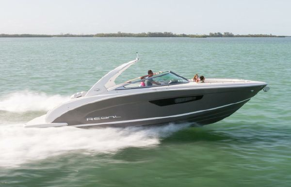 2018 Regal 3300 Bowrider
