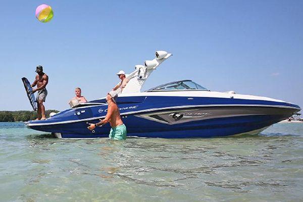 Crownline E275 Surf - main image