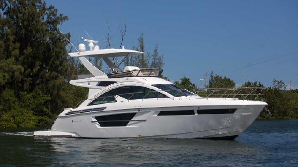 Cruisers Yachts 54' Flybridge
