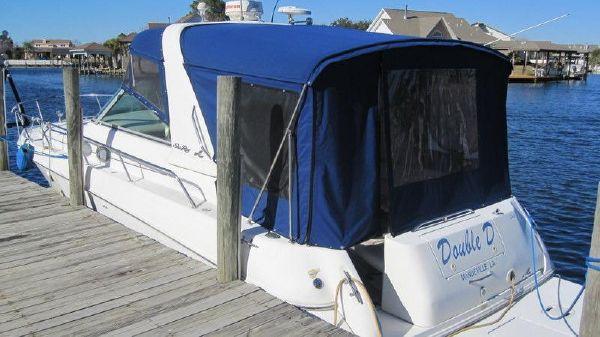 Sea Ray 310 Sundancer At Dock