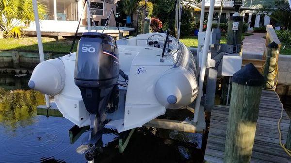Avon Seasport 4.90 Deluxe