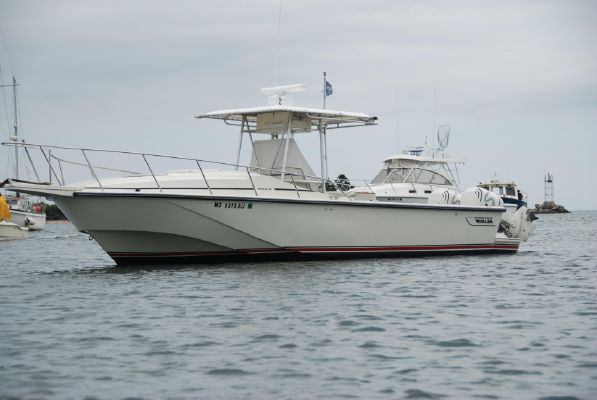Boston Whaler 27 Outrage Center Console - main image