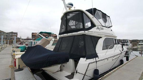 Bayliner 3788 Motor Yacht Dockside Exterior