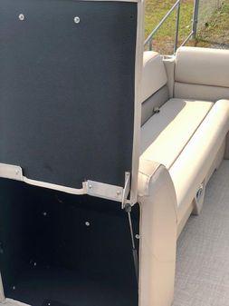 Avalon VENTURE' 22 Quad Lounger - SPP image