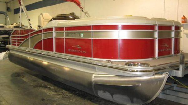 Bennington 2250 RCL