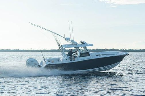 Sportsman Open 322 Center Console image