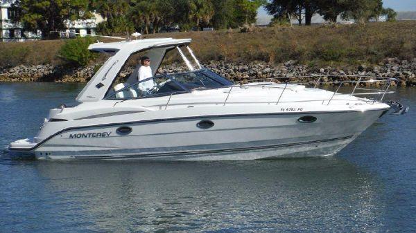 Monterey 320 Sport Yacht