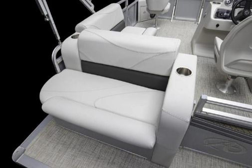 Avalon Venture Cruise Bow Fish - 18' image