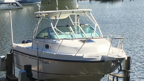 Boston Whaler 275 Conquest Boston Whaler 275 - Front