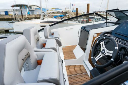 Beneteau America Flyer 10 image
