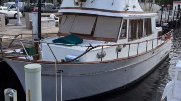 Marine Trader 36 Aft Cabin