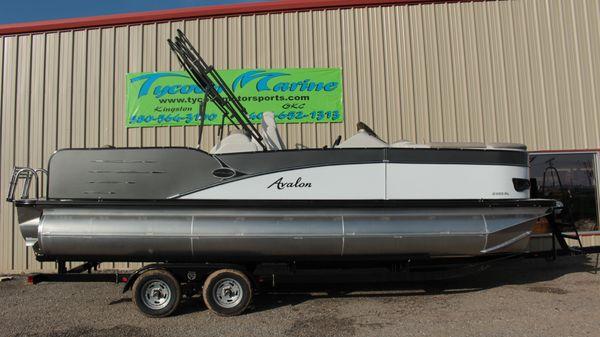Avalon Catalina 2385 Rear Lounge