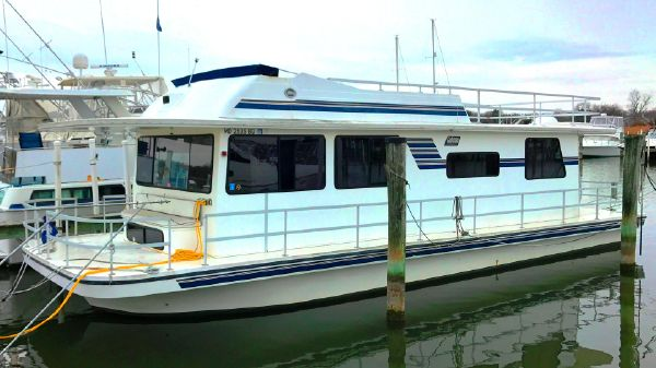 Gibson 44 Executive Diesel Houseboat
