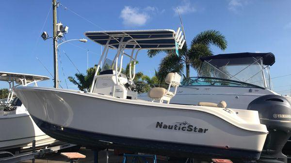 NauticStar 2102 Legacy