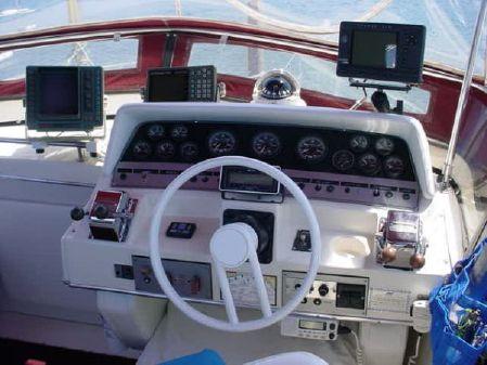 Cruisers Yachts 3380 Esprit image