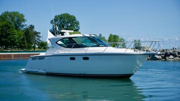 Tiara Yachts 3500 Sovran