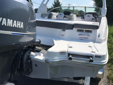 Chaparral 23 SSI Sport Outboard image