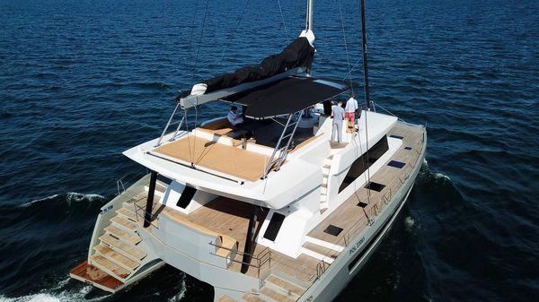 Catamaran Moon Yacht 60