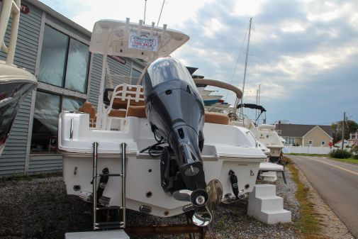 Sea Hunt Ultra 219 image