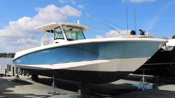 Boston Whaler 37 OUTRAGE Only 186 Hours on Triple 300hp Verados