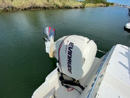 Bayliner 2503 Trophy Center Console image