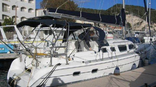 Hunter 426 Deck Saloon Hunter 426 DS - AYC Yachtbroker