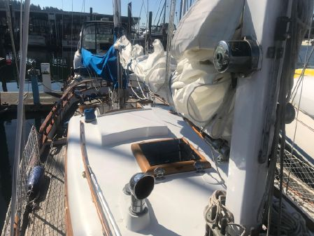 Cheoy Lee Clipper 33 image