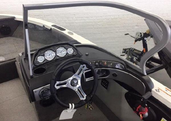 Crestliner 1750 Super Hawk image