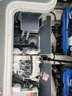 Formula 330 Crossover Bowrider image