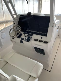Edgewater 280CC Center Console image