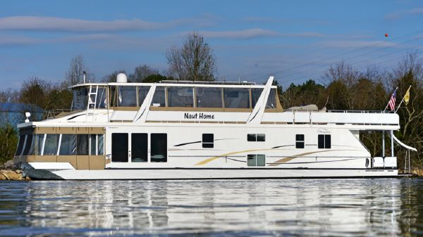 Thoroughbred 83'x19' Houseboat