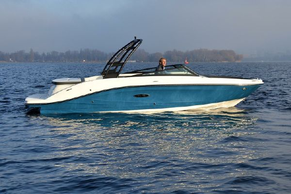 Sea Ray 230 SPX - main image